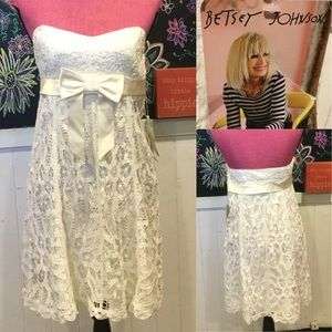 Nwts lace white  Betsey Johnson party DRESS sz4